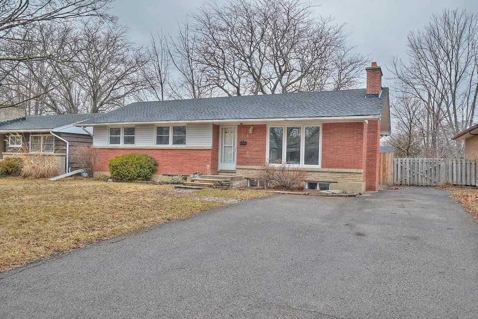 <h3>SOLD</h3><p>7 Swan Drive, St. Catharines, Ontario</p>
